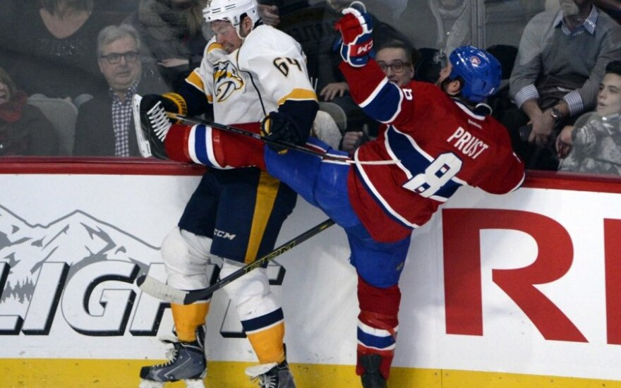 """Victoras Bartley (""""Predators"""", kairėje)  ir Brandonas Prustas (""""Canadiens"""")"""