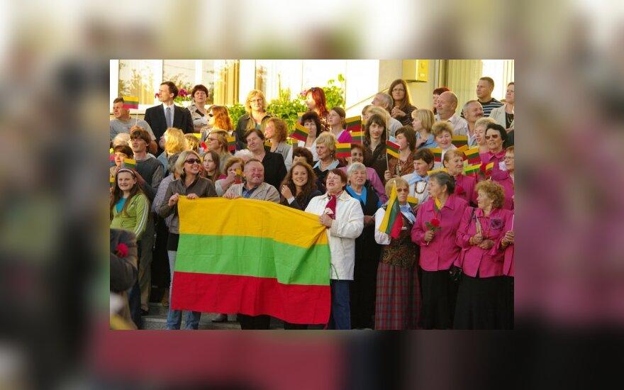Tūkstantmečio proga tautiečiai visame pasaulyje giedojo Lietuvos himną