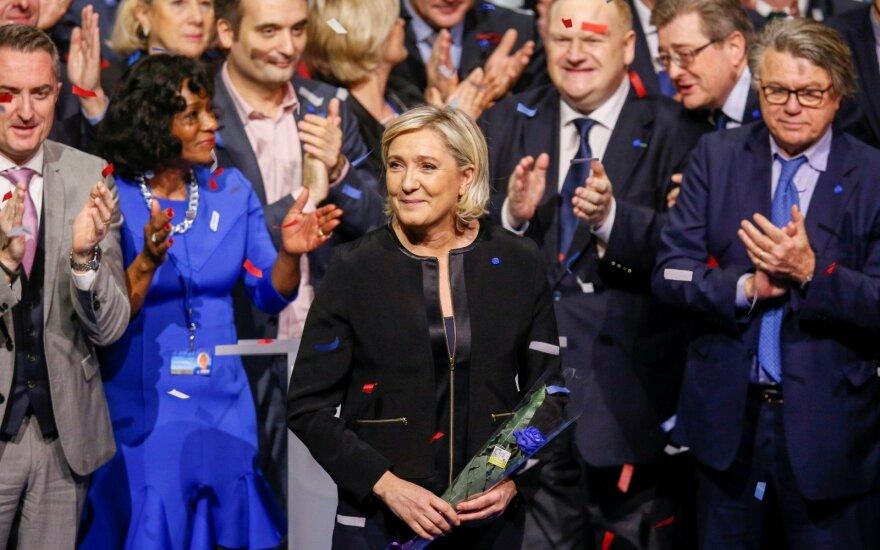 Investuotojai atidžiai stebi bendrovių skelbiamus rezultatus bei politinius įvykius Prancūzijoje