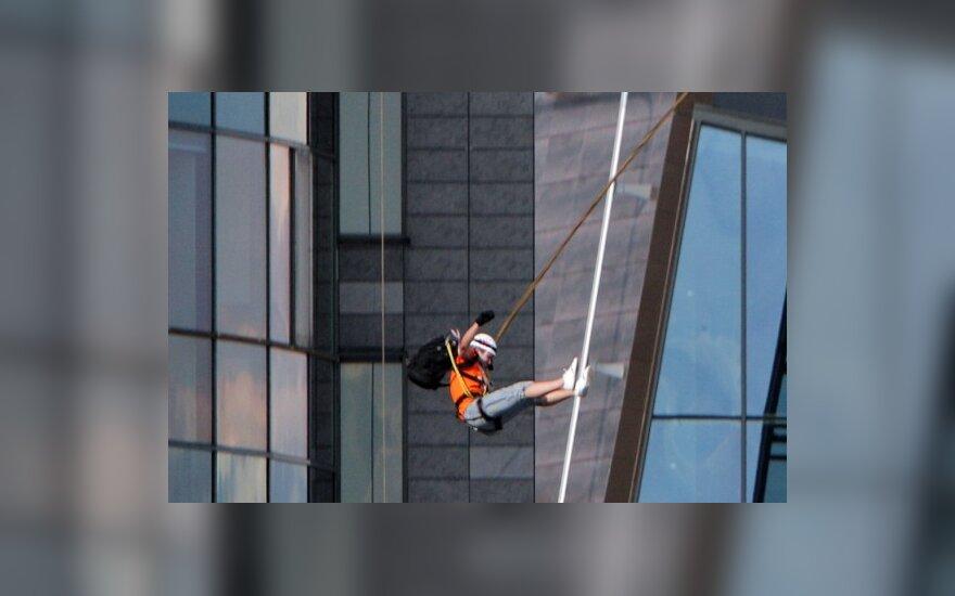 Šuoliai nuo dangoraižio užbaigė ištvermės varžybas Vilniuje