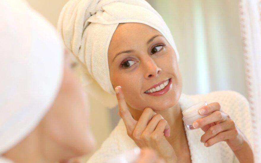 Aliejus ar vanduo – kas geriau pasirūpins mūsų oda