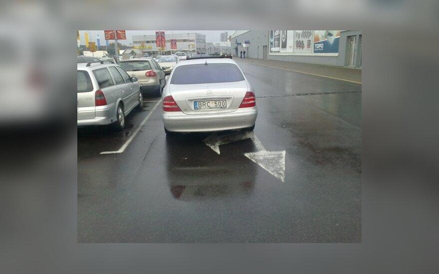 """Parkavimas Vilniuje, prie Žirmūnų """"Rimi"""", 2009-10-01, 18 val."""