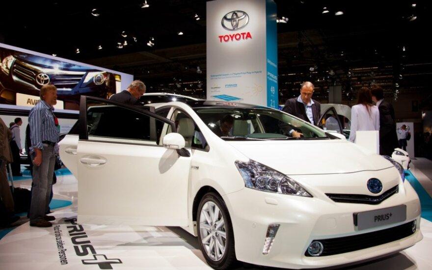 Toyota stendas