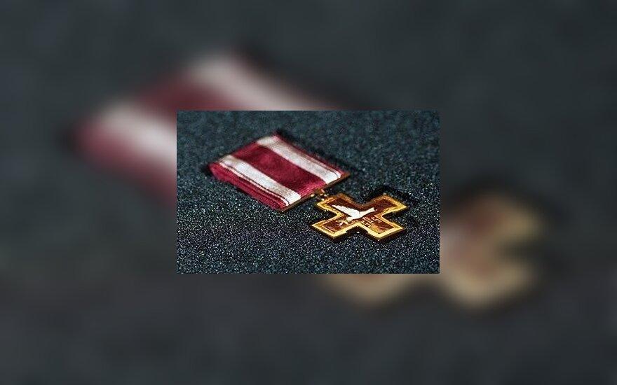 Žūvančiųjų gelbėjimo kryžiais apdovanoti 39 žydus gelbėję Lietuvos piliečiai