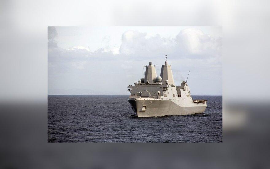 Hormuzo sąsiauryje susidūrė du JAV karo laivai