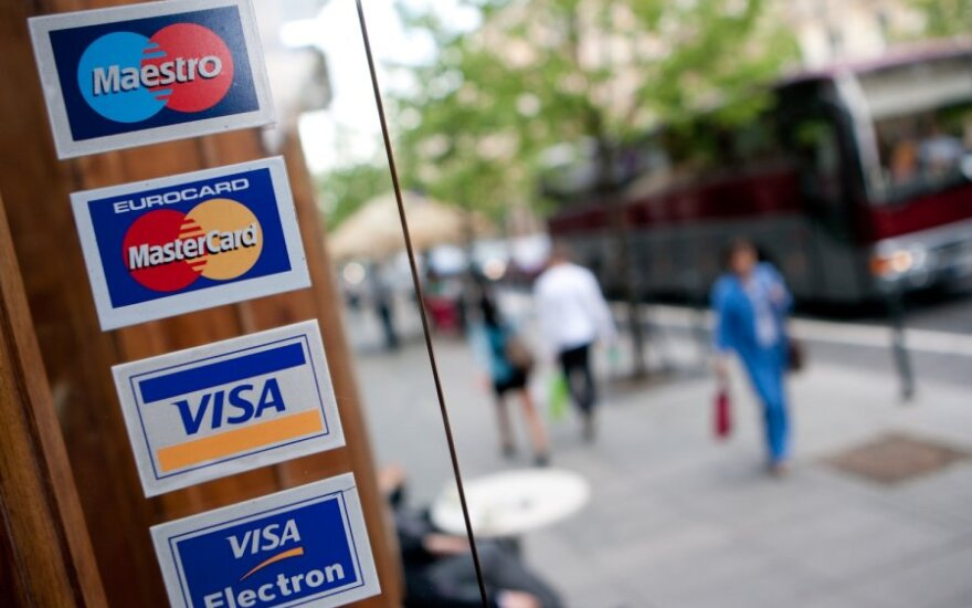 """Vartotojai išlaidauja vis labiau: augo """"MasterCard"""" pelnas"""