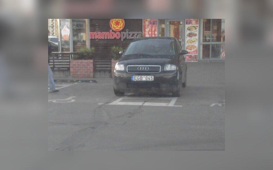Vilniuje, Gabijos g. 30. 2010-10-26, 18 val.