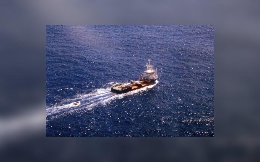 Prancūzijos laivas nuskandino Somalio piratų bazę