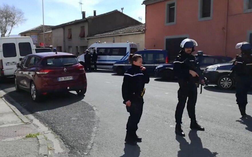 Po įkaitų dramos Prancūzijoje pareigūnas tapo didvyriu