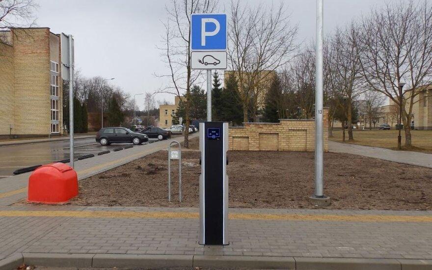 Elektromobilių įkrovimo aikštelė // Molėtų r. sav. nuotr.