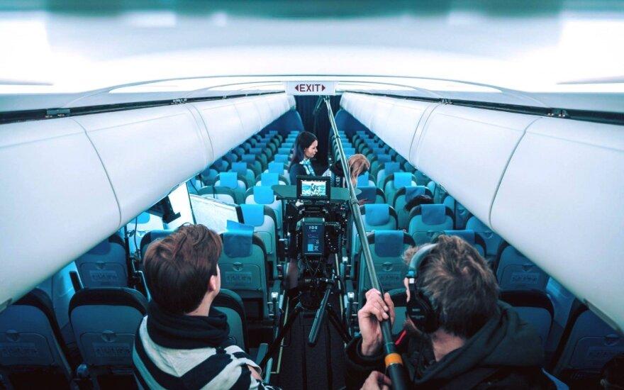 Reklaminio avialinijų kompanijos vaizdo klipo filmavimas
