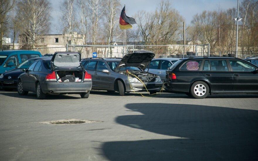 Automobiliais prekiavęs šiaulietis įklimpo į didžiulę skolą
