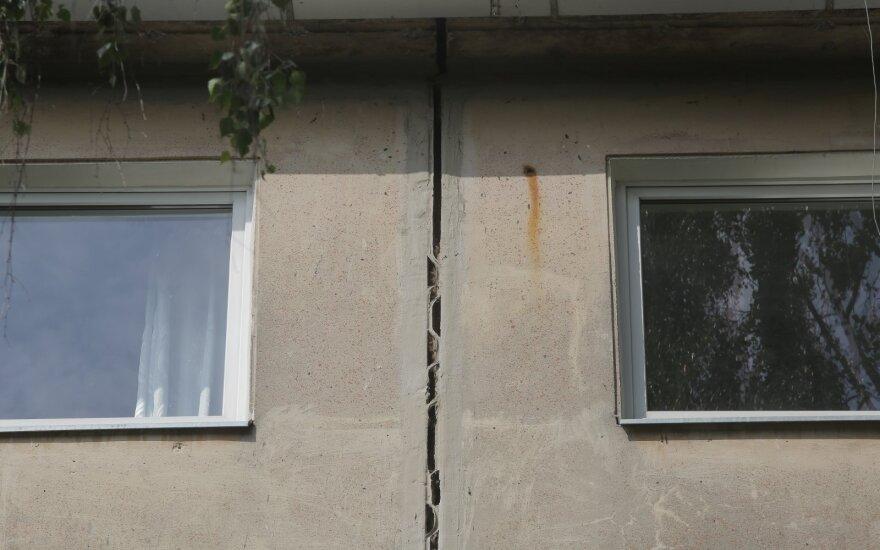 Griūnantis namas Kaune