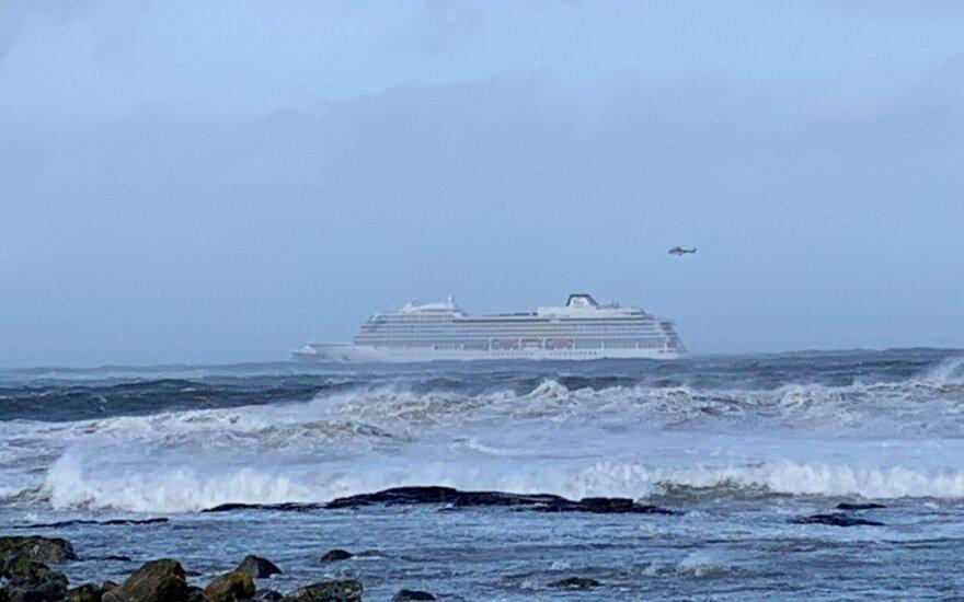 Evakuojamas laivas