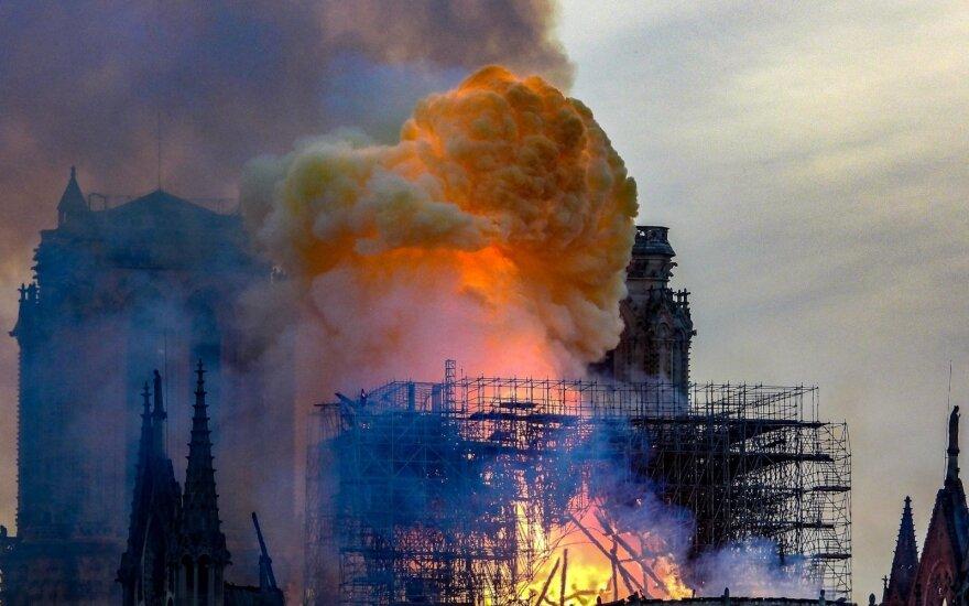 Prancūzija: mečetę padegti bandęs 84 metų vyras norėjo atkeršyti musulmonams už gaisrą Paryžiaus Dievo Motinos katedroje