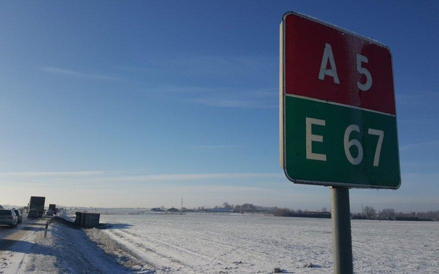 """""""Via Baltica"""" virto čiuožykla: nuo kelio nulėkė vilkikai"""