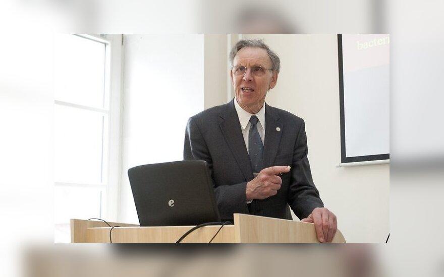 Prof. Peteris J. Daviesas keliauja po pasaulį ir užsiima švietimu apie GMO