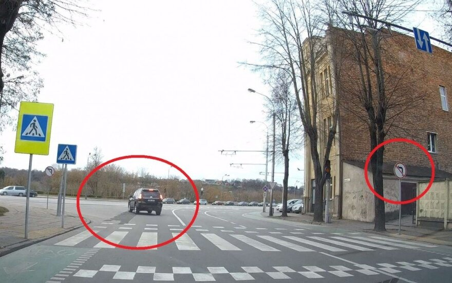 Vairuotojai nepaiso draudimo sukti į kairę ir nesibaimina kirsti kelių ištisinių linijų