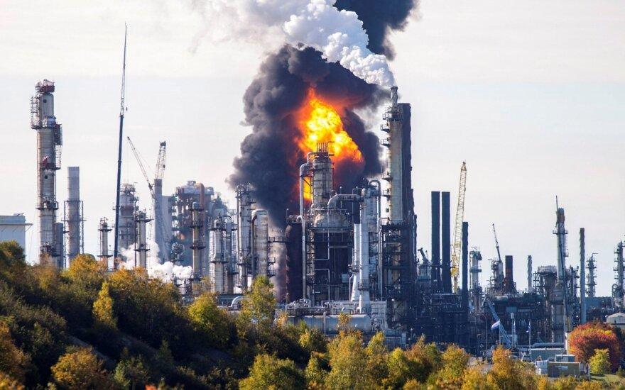 Didžiausioje Kanados naftos perdirbimo gamykloje nugriaudėjo sprogimas