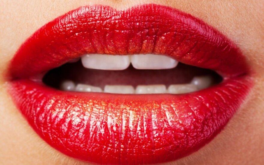 Švedų profesorius nupjovė žmonai dalį lūpos ir ją suvalgė