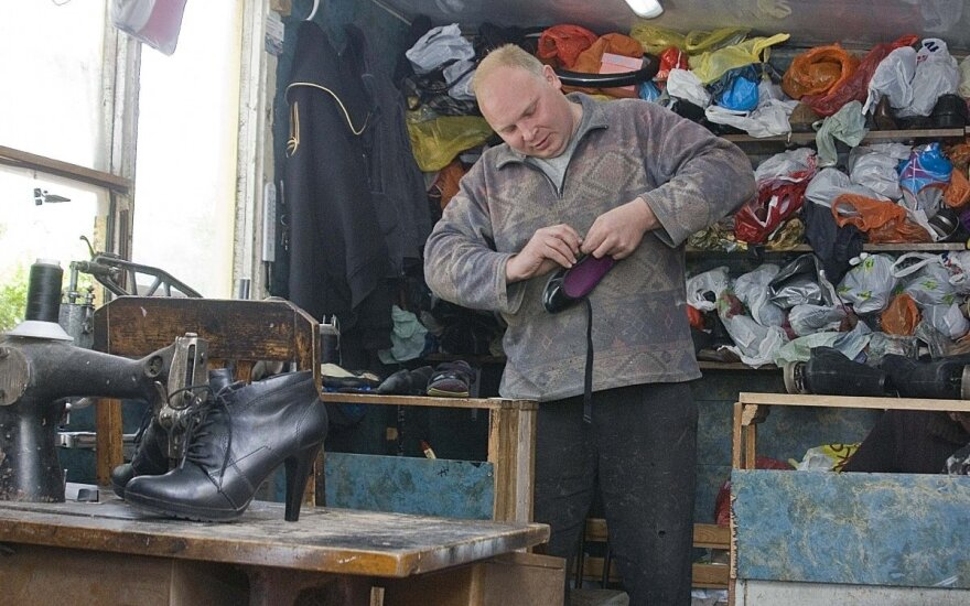 Atėjo laikai, kai taisyti batus – prabanga
