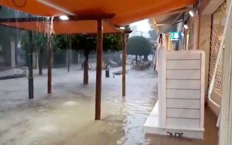 Ispanijos pietryčiuose po audros į mokyklas negali grįžti ketvirtis milijono mokinių