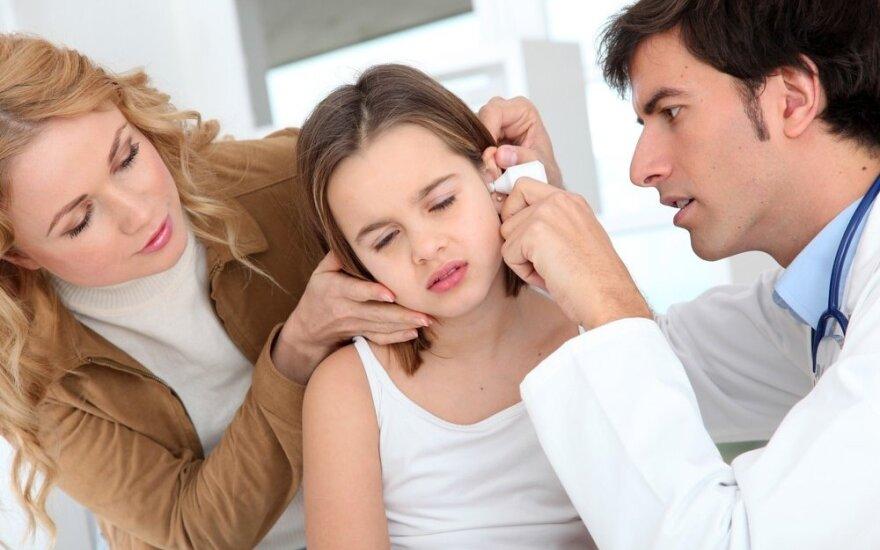 Staigmena po maudynių – ausies uždegimas