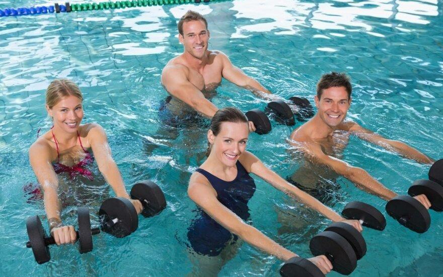 Mankštinantis vandenyje raumenys tvirtėja keturis kartus greičiau