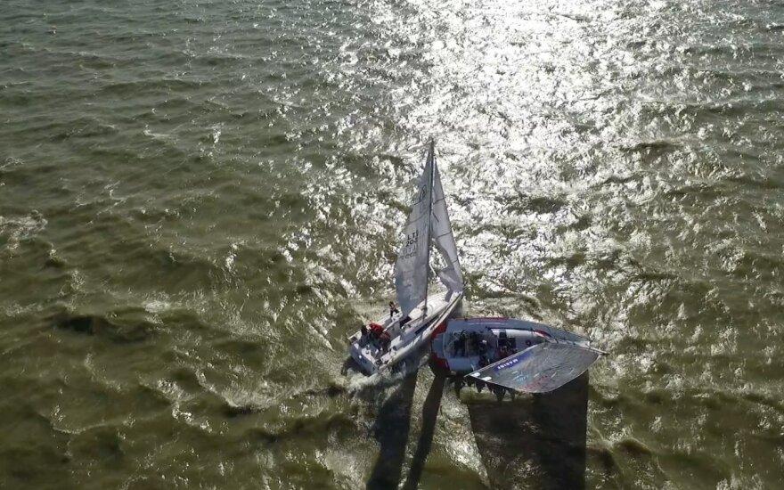 Kuršių marių regatoje susidūrė dvi jachtos