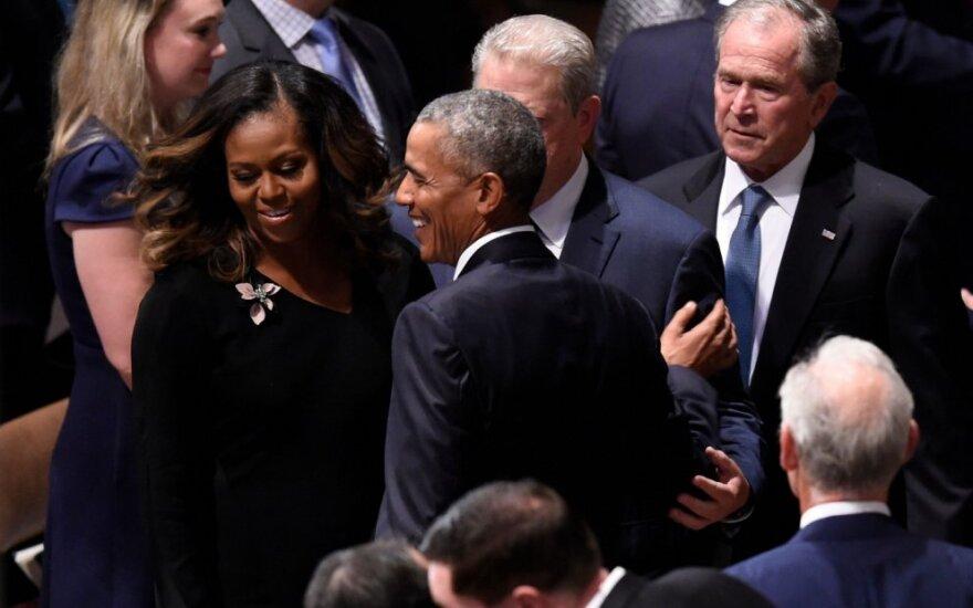 Obamos ir Bushai per Johno McCaino laidotuves