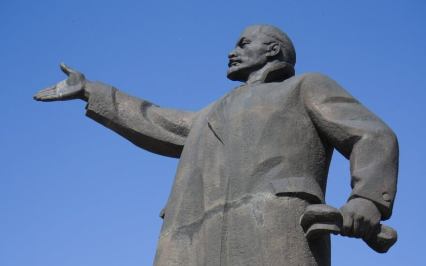 Legendiniam kalbininkui kalbos laisvamaniai primena Leniną