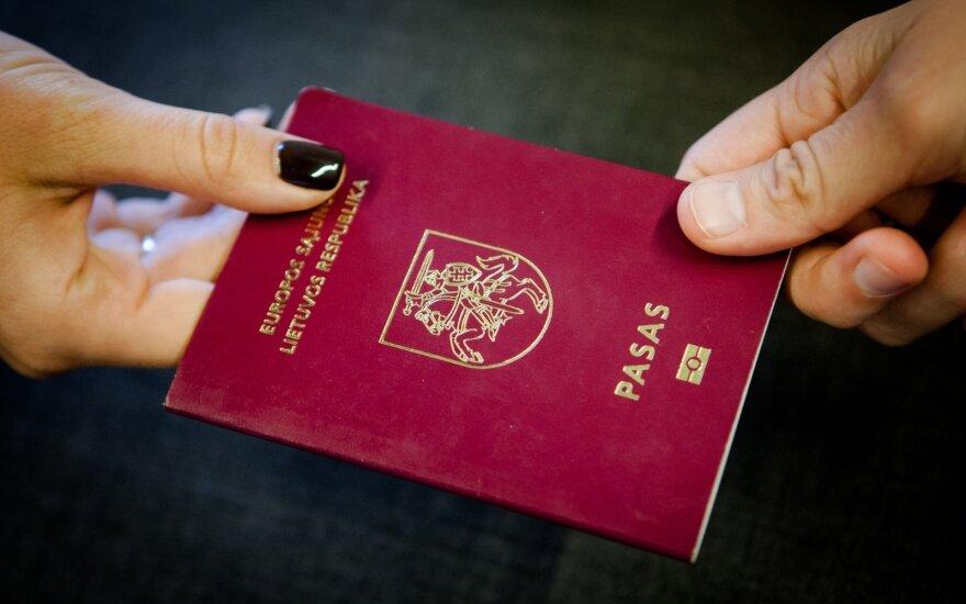 Jungtinės Karalystės piliete tapusi lietuvė: netekti gimtosios pilietybės nėra malonu
