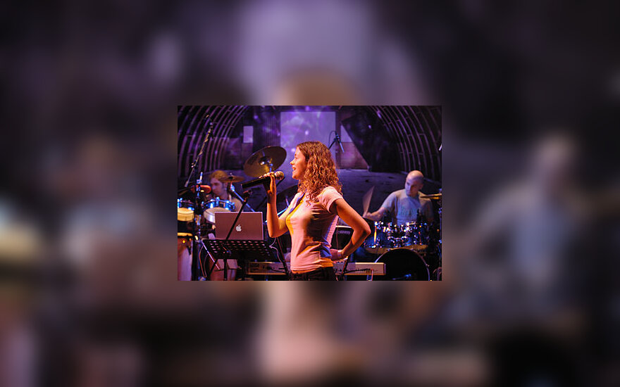 "Erica Jennings, ""Skamp"", vokalistė"