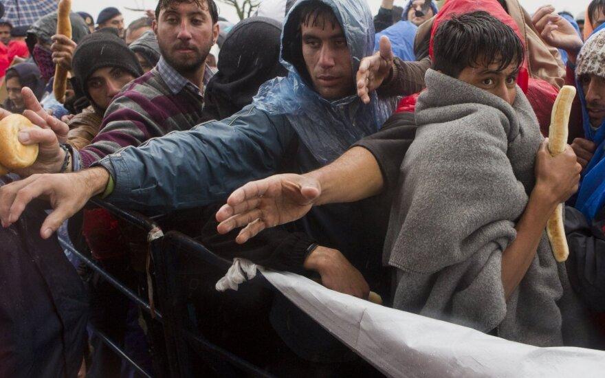 Prancūzijos premjeras: dalis teroristų į šalį prasmuko pasinaudoję migrantų krize
