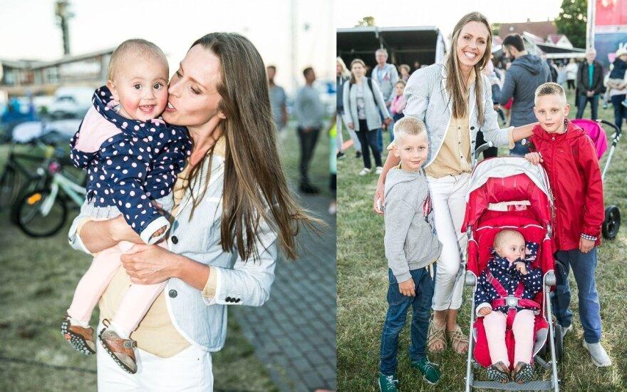 Vaida Grikšaitė-Česnauskienė su vaikais / FOTO: Vigantas Ovadnevas