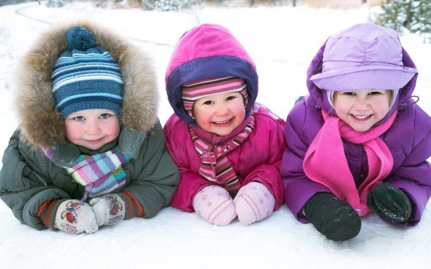 Lauko darželio vaikų drabužių sluoksniavimo paslaptys: padeda nesušalti lauke ir neperkaisti įėjus į patalpą