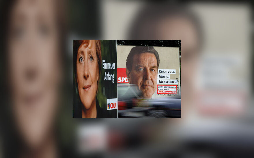A.Merkel ir G.Schroederio plakatai
