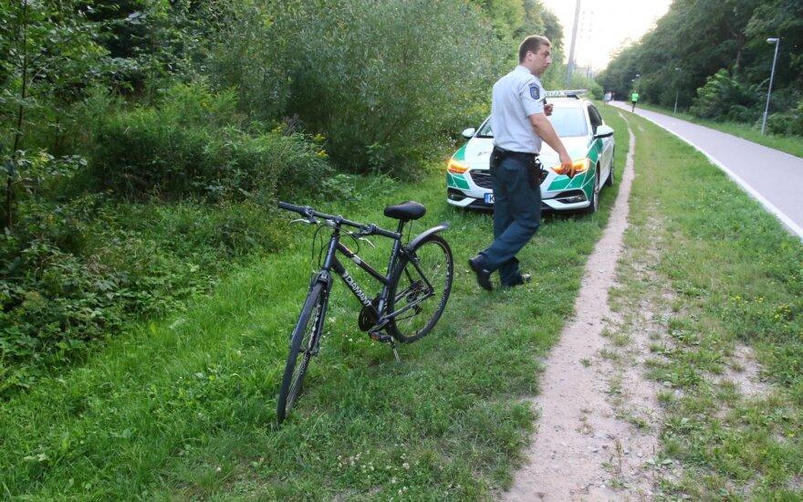 Vilniuje dviratininkė susidūrė su pėsčiąja – vieną merginą išvežė greitoji pagalba