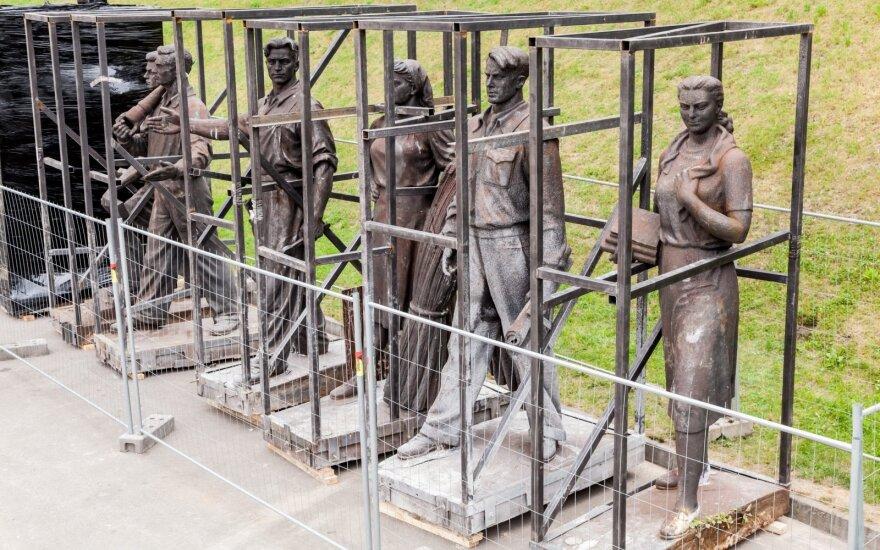Nukeltos Žaliojo tilto skulptūros perduodamos Lietuvos nacionaliniam muziejui
