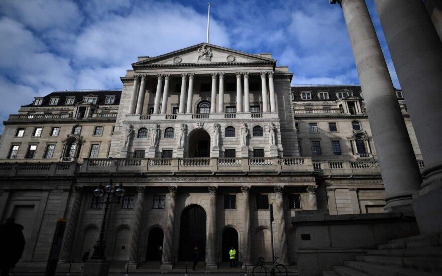 Bonuses, Dividends Pit Europe Banks Against Economic Wardens