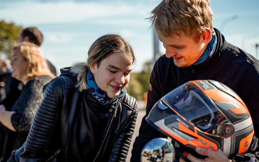 """Motociklininkų ir neregių akcija """"Mane veža"""" – karmos taškų dalybos"""