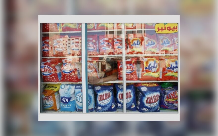 Europa draudžia fosfatus skalbikliuose, kas išvalys vandenis, bet gali pabranginti skalbimo priemones