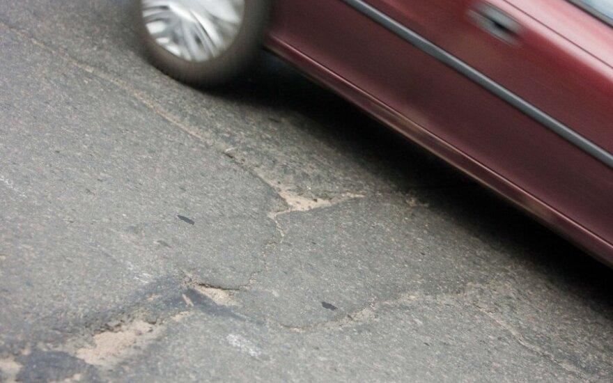Į avariją pakliuvusią nėščią moterį nustebino vairuotojų abejingumas