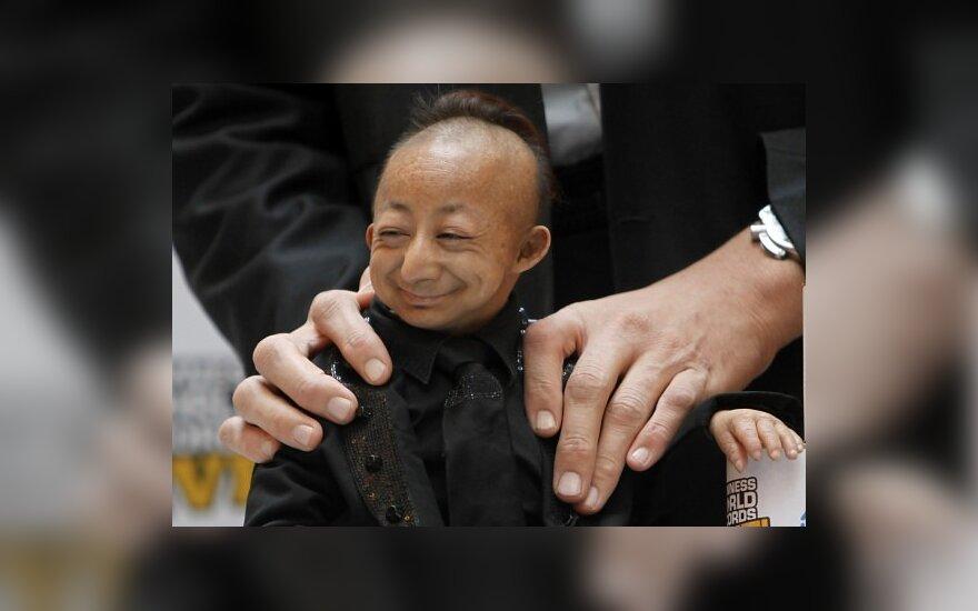 Žemiausias pasaulio žmogus He Pingpingas ir aukščiausias pasaulio žmogus Sultanas Kosenas