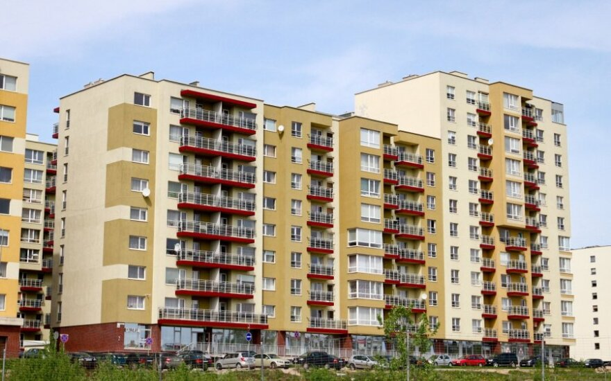 Perspėja Baltijos šalis dėl galimo NT burbulo ir hiperinfliacijos