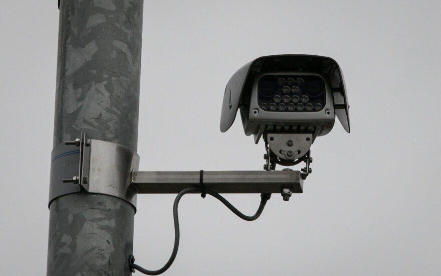 Vidutinio greičio matuokliai: kuo skiriasi nuo įprastų ir ar gali fotografuoti iš galo