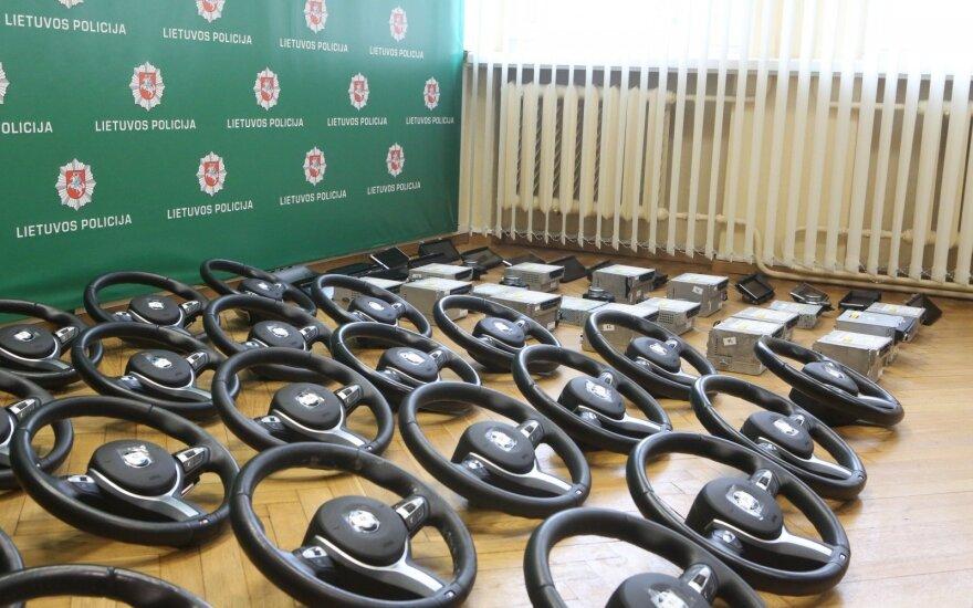 Kauno pareigūnai konfiskavo didelį kiekį BMW detalių