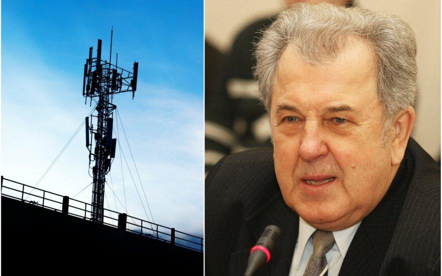 5G ryšio antena (kairėje); profesorius Jonas Grigas (dešinėje)