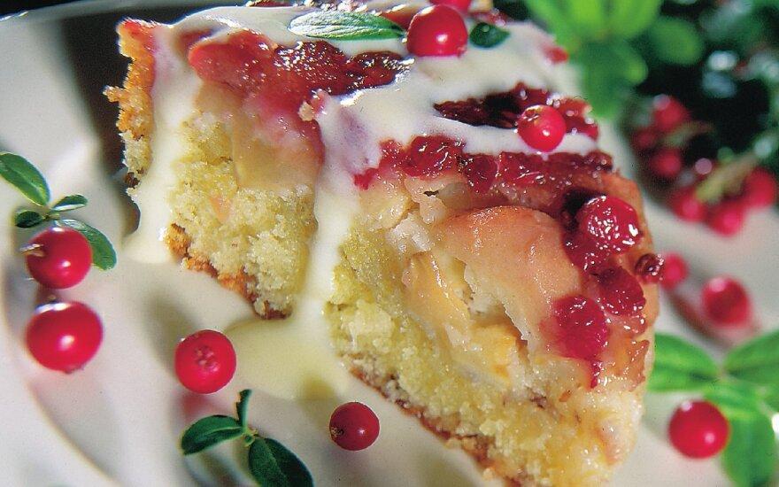 Obuolių ir bruknių pyragas
