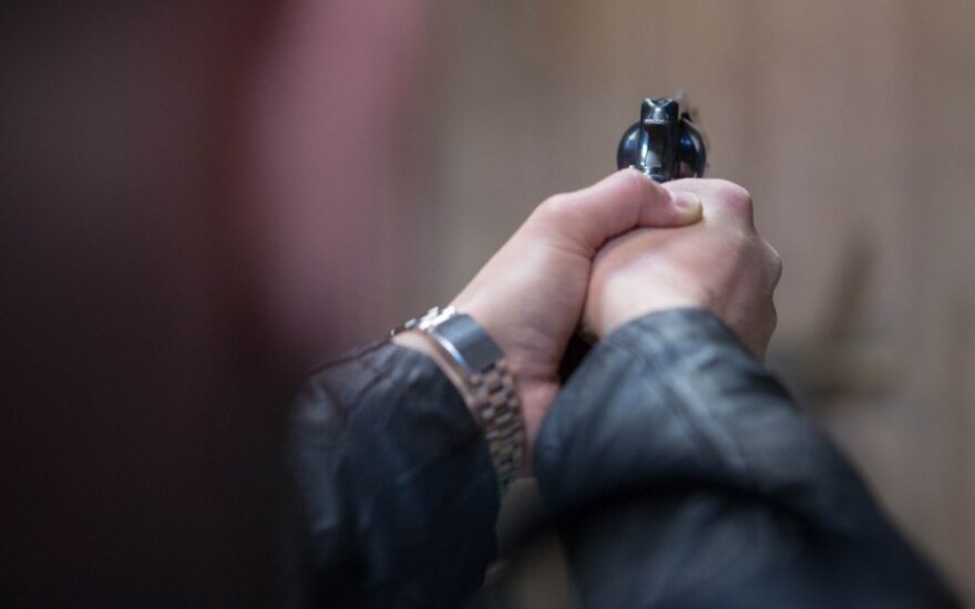 Rokiškio rajone vyras grasino nušauti savo žmoną